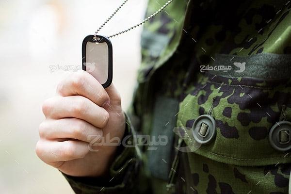 تصویر نظامی و پلاک شناسایی فرد
