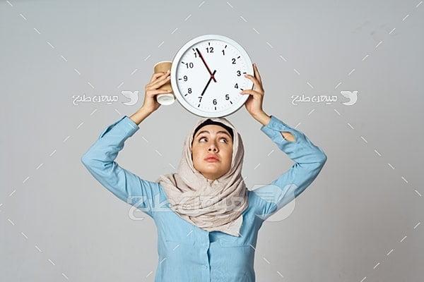 عکس تبلیغاتی خانم با حجاب و ساعت