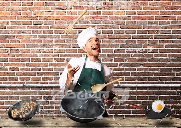 آشپز و ظرف غذایی