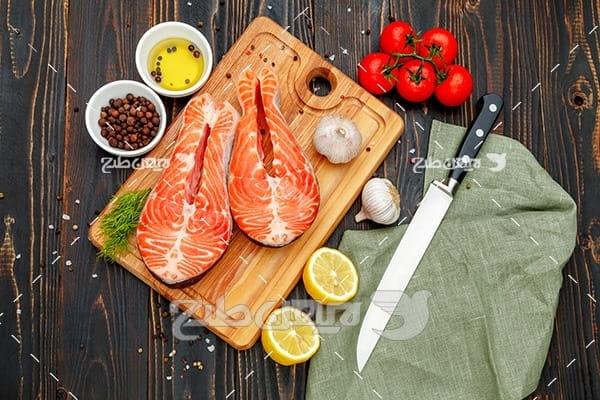 گوشت ماهی ، لیمو ، گوجه فرنگی