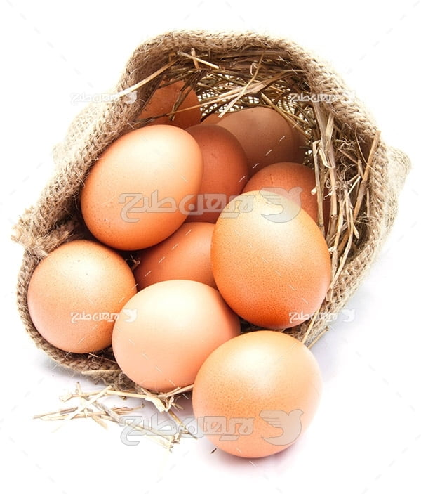 تصویر تخم مرغ محلی قهوه ای و گونی