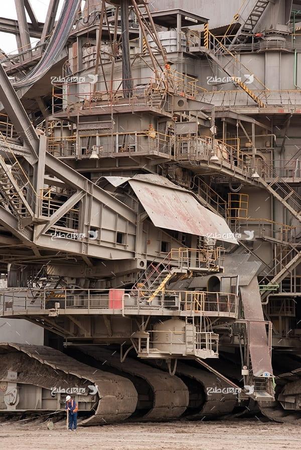 تصویر صنعتی از دستگاه تخریب