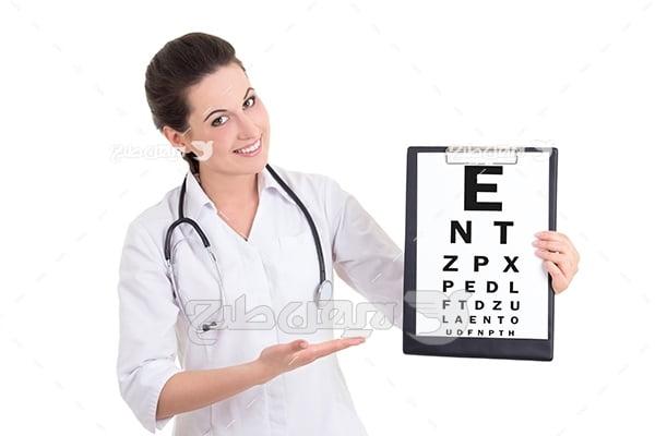 عکس اسنلن چارت بینایی و چشم پزشک