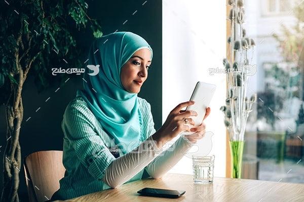 عکس تبلیغاتی خانم با حجاب