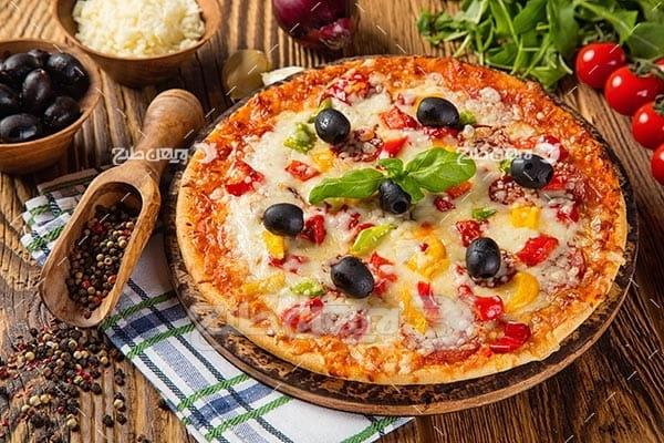 عکس پیتزا و گوجه فرنگی