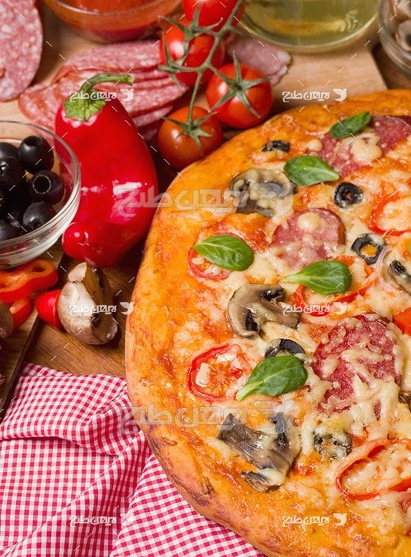 تصویر با کیفیت از پیتزا قارچ