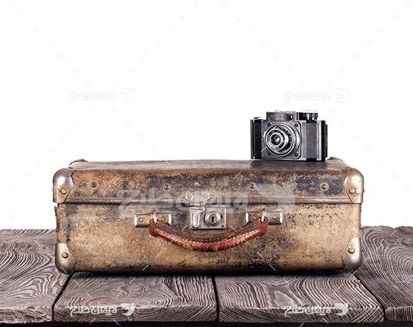 عکس چمدان و دوربین