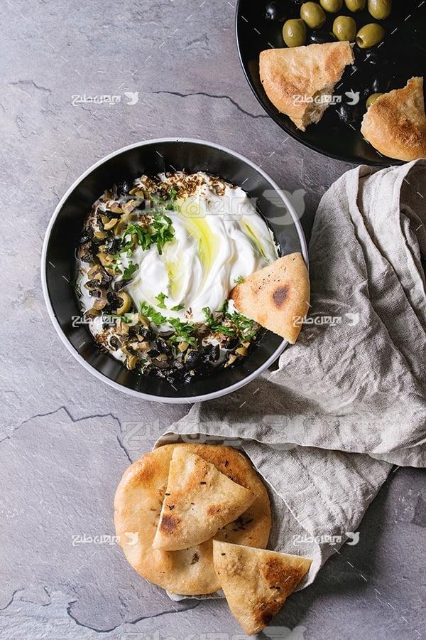 عکس ماست ون نان با تزیین سبزی
