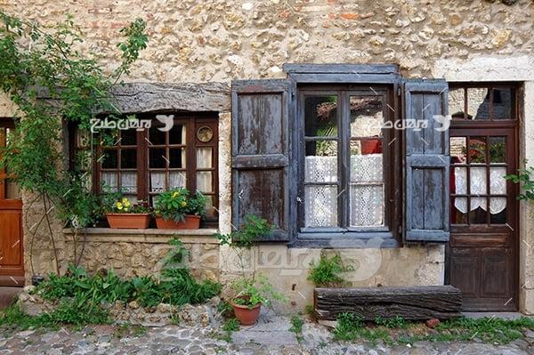 عکس در و پنجره چوبی خانه