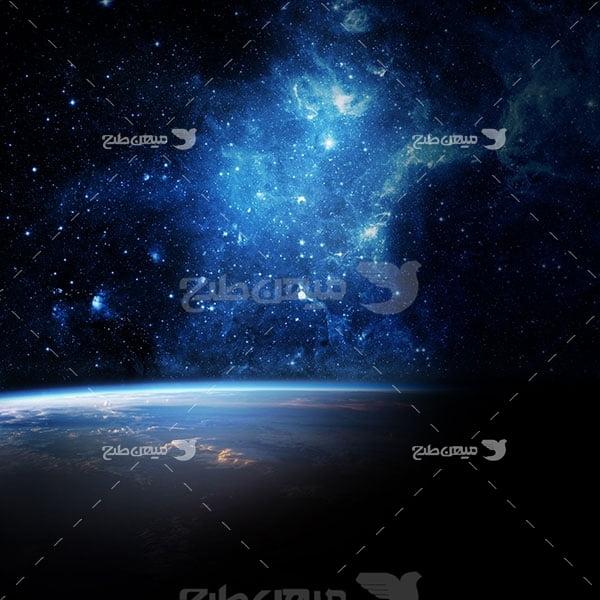 عکس کهکشان و کره زمین
