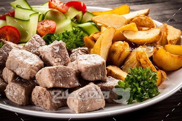کباب گوشت ماهی ، سیب زمینی و سبزیجات