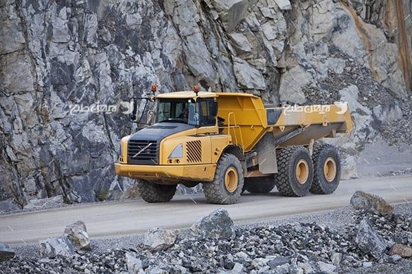 تصویر صنعتی از کامیون انتقال خاک