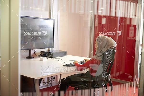 عکس دختر با حجاب و کامپیوتر