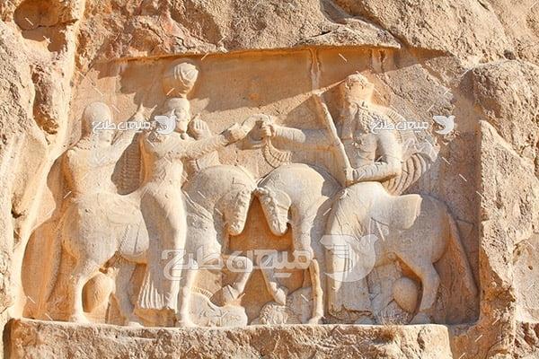 عکس سنگ نگاره اهورامزدا و اردشیر بابکان در نقش رستم