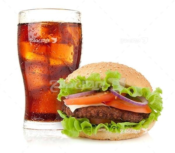 تصویر با کیفیت از ساندویچ و نوشیدنی