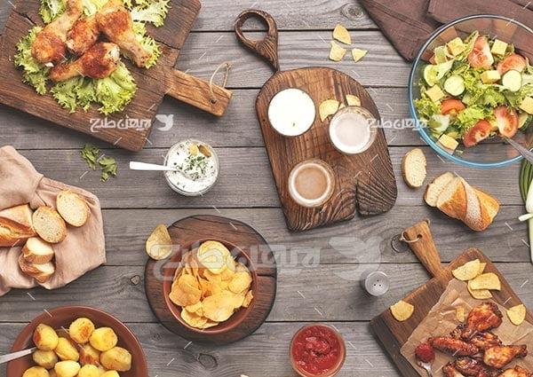 تصویر با کیفیت از شزغذا و سالاد و سیب زمینی و فست فود